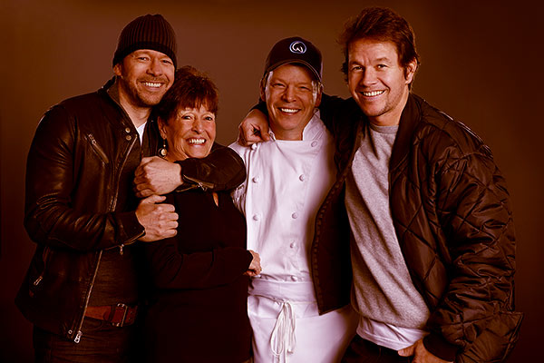 Image of Alma Wahlberg with her kids Paul Wahlberg, Donnie Wahlberg, Mark Wahlberg,