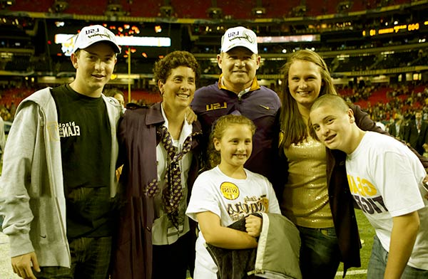 Image of Les Miles with his wife Kathy Miles and with their kids Benjamin Miles and Leslie Matthew Miles (son) and Mary Grace Miles and Kathryn Miles (daughter)